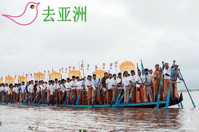 每年的农历30日,都要举行佛像巡湖仪式