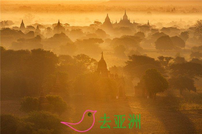 去过蒲甘的人常说,在这里,你可以看到最壮丽的日出和最绚丽的日落。