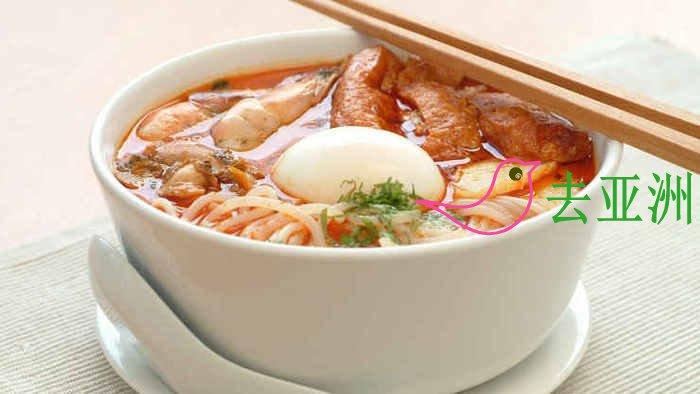 新加坡本地美食有哪些?咖喱鱼头,叻沙,鸡饭