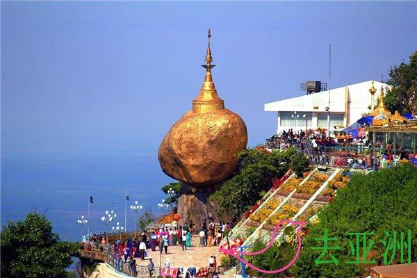 缅甸大金石,又称吉谛瑜佛塔,耸立在悬崖边的巨石佛塔