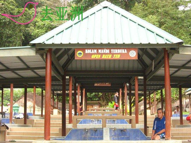 波令温泉的树冠吊桥还有泡澡池