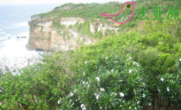 乌鲁瓦图断崖位于巴厘岛最南端