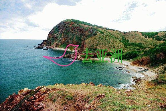 在阳光明媚的平顺省,燕角成为背包客喜爱和探