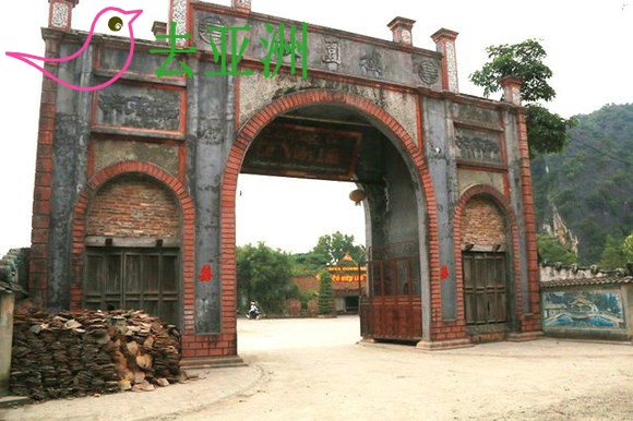 古越村旅遊区故园楼,视为故都华闾的袖珍北部