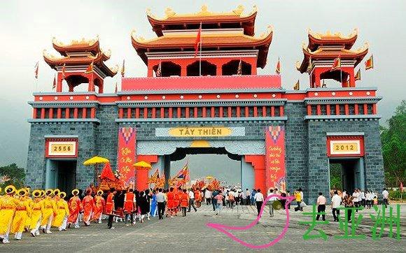 西天名胜景区被视为越南佛教发源地,还可以融入到大自然