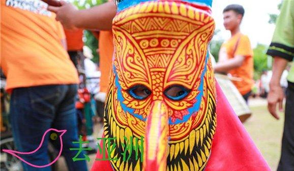 """每年六七月份,泰国黎府的丹赛地区都会举行""""鬼面节""""庆祝活动"""