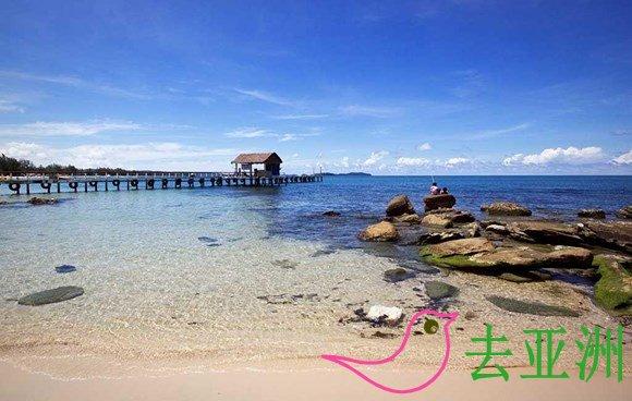 西哈努克:柬埔寨唯一的海港城市和海滨度假地,可以海边用餐