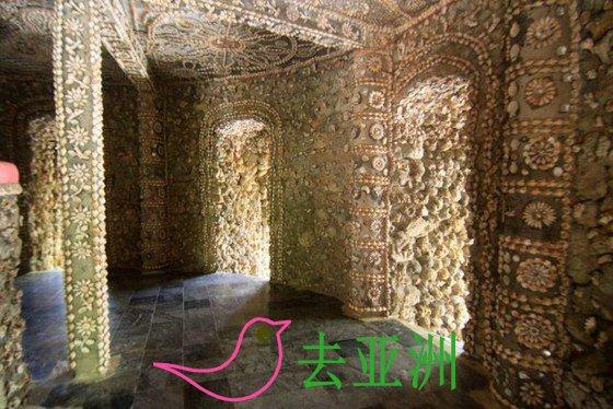 塔内的图案都是以贝壳和珊瑚来製作