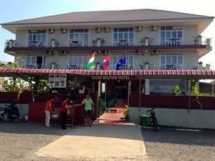 河中海豚酒店