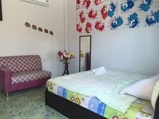 Baan Phak Rim Lay